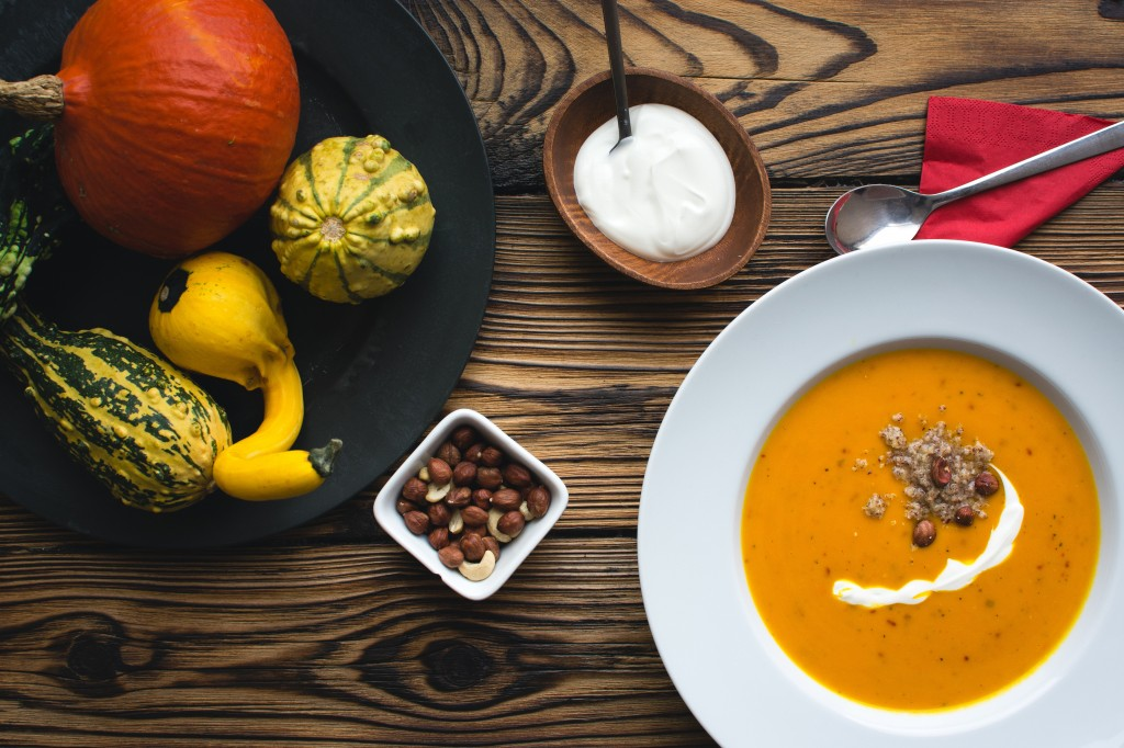 foodiesfeed.com__pumpkin-soup6
